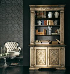 AP273/D5 Libreria 2 ante con colonne scanalate, decorata a mano | Hand decorated Bookshelves with two doors and engraved columns | L/W 135 P/D 50 H 225