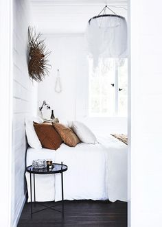 The Cottage Kangaroo Valley: a historic cottage turned holiday Beautiful natural linen bedding and all-white colour palette make this bedroom a peaceful retreat. Bedroom With Bath, Home Decor Bedroom, Bedroom Ideas, Bedroom Retreat, Design Bedroom, Trendy Bedroom, Modern Bedroom, Modern Bedding, Natural Bedroom
