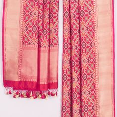 Handwoven Pink Banarasi Patola Katan Silk Dupatta 10018733 - AVISHYA.COM Banarasi Lehenga, Silk Dupatta, Silk Sarees, Saris, Indian Wedding Bride, Saree Wedding, Gujarati Wedding, Indian Bridal, Indian Attire