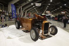 Austin Speed Shop Hill Country Flyer Roadster bei Grand National Roadster Show. Es ist ein K&N Luftfilter für sie.
