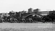 Swing Bridge in New York City The swing bridge opens like a gate to allow boats passage through the Henry Hudson.