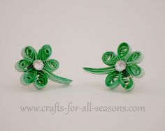 Crafts For All Seasons shows us how to make this beautiful little shamrocks by rolling strips of quilling paper into spirals.