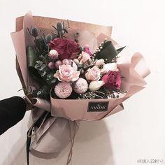15 Ideas For Flowers Design Arrangement Florists Bouquet Wrap, Hand Bouquet, Pretty Flowers, Fresh Flowers, Bloom Blossom, Floral Bouquets, Flower Designs, Planting Flowers, Floral Arrangements