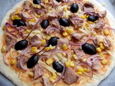 pizza cu ton Hawaiian Pizza, Pepperoni, Vegetable Pizza, Goodies, Vegetables, Food, Sweet Like Candy, Gummi Candy, Essen