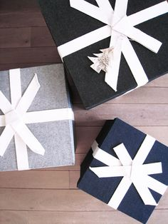 For Christmas time, graphic white trimming / #christmas #wrapping