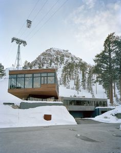 Californian ski chalet by Strawn+Sierralta draws inspiration from the slopes Modern Residential Architecture, Snowy Forest, Ski Chalet, Snow Scenes, Dezeen, Terrace, Skiing, California, Exterior