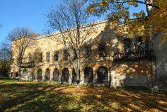 Rekonštrukcia kaštieľa Radvanských by mala stáť takmer 11 miliónov eur Mansions, House Styles, Portal, Target, Suitcase, Author, Manor Houses, Villas, Mansion