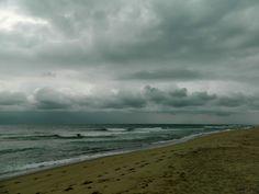 A stormy sea, barefoot me...and my camera  mimilenox.com