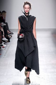 See all the Collection photos from Aganovich Spring/Summer 2015 Ready-To-Wear now on British Vogue Look Fashion, Urban Fashion, Fashion Art, Editorial Fashion, Runway Fashion, High Fashion, Fashion Show, Contemporary Fashion, Spring Summer 2015