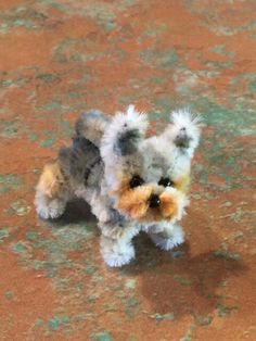 Pipe cleaner and beads little puppy dogPipe cleaner and beads little puppy dogPipe cleaner Easter bunnies DIY / Easter bunny made of pipe cleanersThese magical mini Easter bunnies are made from pipe cleaners. Pipe Cleaner Projects, Pipe Cleaner Art, Pipe Cleaner Animals, Pipe Cleaners, Doll Crafts, Cute Crafts, Creative Crafts, Bead Crafts, Crafts To Make