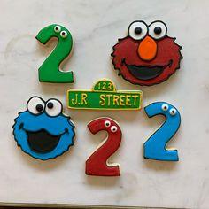 Sesame Street Cookies!    #cookies #royalicing #decoratedcookies #cookiedecorator #sesamestreet #elmo #cookiemonster #birthday #birthdaycookies #desmoines #desmoinesiowa #yum #thesweetestthing