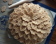 Make a leaf pile. | 23 Ways To Make Your Pies More Beautiful