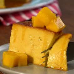 Get out of the routine with this delicious MANGO FLAN You will love it! Mango Recipes, Mexican Food Recipes, Sweet Recipes, Dessert Recipes, Healthy Recipes, Flan Recipe, Tasty, Yummy Food, Baking Recipes