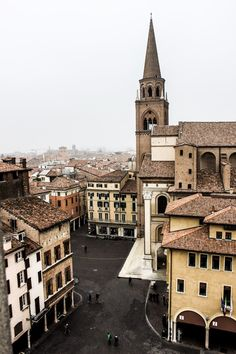 Cosa vedere a Mantova Italy Tours, Bungee Jumping, Wanderlust Travel, Adventure Travel, Travel Inspiration, Travel Ideas, Paris Skyline, Places To Go, Building