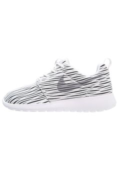 hot sale online 8bccf 0cec2 Nike Sportswear ROSHE ONE ENG - Matalavartiset tennarit - white wolf  grey black -