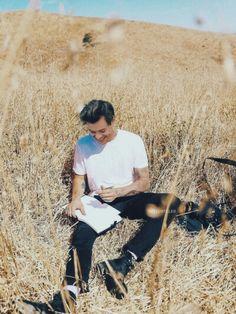 Oh honey u look so peaceful Harry Styles Harry Styles Fotos, Harry Styles Mode, Harry Styles Pictures, Harry Edward Styles, Anne Cox, Foto One, Love Of My Life, My Love, Harry Styles Wallpaper