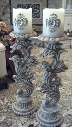 Painted candlesticks with Caromal Colours parchment and sanded lightly. Fancy Candles, Old Candles, Pillar Candles, Pillar Candle Holders, Candle Stand, Candleholders, Decoupage Furniture, Paint Furniture, Shabby Chic Furniture