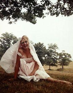 Marilyn Monroe, in Roxbury, Connecticut, 1954   photography by Sam Shaw