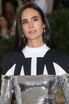 Jennifer Connelly at the 2018 Met Gala. Jennifer Connelly, Jennifer Aniston, Types Of Plastic Surgery, Older Beauty, Katherine Heigl, Demi Moore, Blusher, Nicole Kidman, Beauty Make Up
