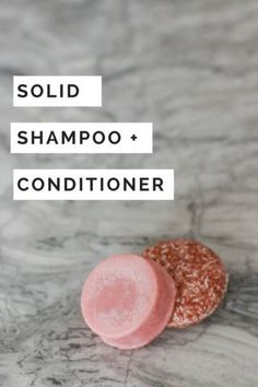 Zero-Waste Travel Tips! 7 Ways to Reduce Waste While Travelling by Air Try solid shampoo and conditioner bars to help cut down on waste while travelling. They are way better than travel sized shampoo and conditioner! No spillage and long lasting! Homemade Shampoo And Conditioner, Lush Shampoo, Diy Shampoo, Solid Shampoo, Shampoo Bar, Natural Hair Conditioner, Natural Shampoo, Travel Size Shampoo, Diy Cosmetic