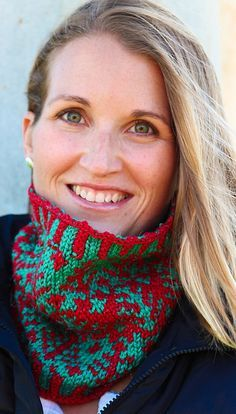 Free Ravelry Pattern: Festivus Cowl by Tanis Gray