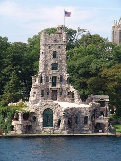 Please read the full story of this man who built this castle for Valentine – his wife never saw it…. Picture: Heart Island, 1000 Islands Located at the heart of the Thousand Island Region, Boldt Castle is the grandest of all Gilded Age mansions, and the setting of a tragic love story. Boldt Castle was …