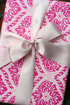Pretty in pink! Creative Gift Wrapping, Creative Gifts, Wrapping Ideas, Pretty Packaging, Gift Packaging, Pretty In Pink, Perfect Pink, Happy December, Pink Damask