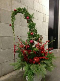 35 Outdoor Holiday Planter Ideas To Decorate Your Christmas Porch Home Decor Christmas Urns, Grinch Christmas, Outdoor Christmas Decorations, Green Christmas, Rustic Christmas, Christmas Holidays, Christmas Wreaths, Holiday Decor, Holiday Ideas