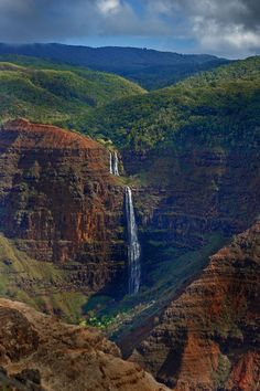 Ken Conger Photography - This is a photograph of Waimea Canyon, the Grand Canyon of the Pacific on the island of Kauai in Hawaii (2/06)