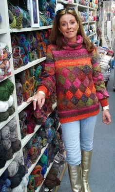 Based in our family yarn shop (www.schoutenhandwerken.nl), this is a place for me, my colleagues, customers and friends to share their knitting and other handicraft work with the world.