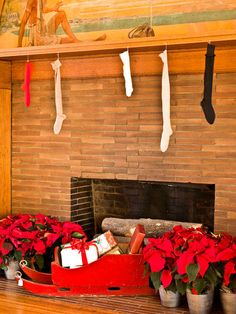 Frank Lloyd Wright's home in Oak Park. Wright often wrapped small gifts in large boxes to throw the children off course. Unlike the oversize boot-like stockings seen and used today, actual stockings hung above the fireplace. Small Christmas Gifts, Small Gifts, Black Christmas, Christmas Stockings, Frank Lloyd Wright Homes, Soda Fountain, Oak Park, Holiday Pictures, Seasonal Decor