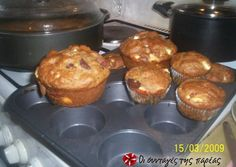 Muffins με φέτα κι ελιές - Savory muffins with feta and olives. Spinach Muffins, Savory Muffins, Greek Appetizers, Finger Food Appetizers, Muffin Recipes, Baking Recipes, Savoury Baking, Savoury Pies, Greek Recipes