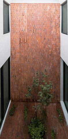 Gallery of Sole Houses / SANTOSCREATIVOS + VTALLER - 4