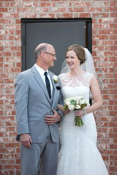 Wedding day portrait idea - father of the bride photo idea {Hanna Bowes Photography}