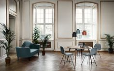 haus® is official stockist of all Gubi furniture and lighting. The Gubi Dining Table has a sleek, classic expression making an elegant addition to any dining room. Design Tisch, Table Design, Dining Room Design, Round Dining Table, Dining Chairs, Piece A Vivre, Furniture Design, Deco Furniture, Room Decor