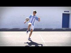akka de rodilla, truco de futbol callejero