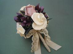 Bouquet de origami hecho con rosas Kawasaki, rosas twirl y jazmines.