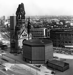 Le béton en architecture / Kaiser Wilhelm Memorial Church, Berlin, Germany, 1963, Egon Eiermann © Südwestdeutsches Archiv für Architektur und Ingenieurbau Karlsruhe, Photo Horstheinz Neuendorff