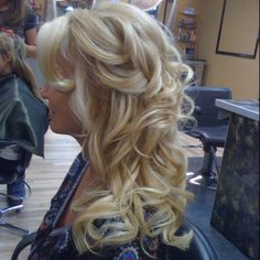 Perfect for all those 'half up do' girls @Sarah Fisher....possibly your wedding updo?