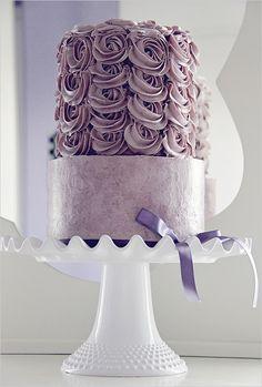 Pretty Lilac Swirls Wedding Cake Picture