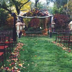 This is such a beautiful wedding setting! I seriously love this oh my gosh.