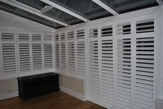 More and more people resort to the practical shutters for the conservatory. They combine different p Conservatory Ideas Cosy, Conservatory Roof Blinds, Conservatory Interiors, Window Shutter Blinds, Window Shutters, Sash Windows, Nautical Interior, White Shutters, Interior Doors For Sale