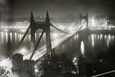 Elizabeth bridge over river Danube 1930 (Fortepan Vintage Architecture, Historical Architecture, Old Pictures, Old Photos, George Washington Bridge, Budapest Hungary, Eastern Europe, Tower Bridge, Brooklyn Bridge