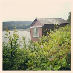 ABI Holiday Homes. Dylan Thomas writing shed in laugharne.