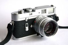 Leica M4-The M4, introduced in 1967, is the direct successor of the M3 and M2, featuring framelines for 35mm, 50mm, 90mm and 135mm lenses in a 0.72 magnification viewfinder. It has the frame counter of the M3, with automatic reset after reloading.