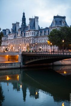 L'Hôtel de Ville et le Pont d'Arcole, Paris 1er.