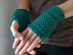 creativeyarn: Emerald Green Handwarmers, free pattern