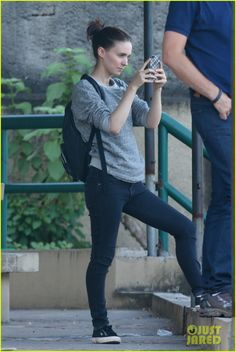 rooney-mara-explores-rio-before-trash-filming-begins-07