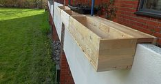 Here are some balcony boxes I made when I lived in my old apartment but that - Balkon Design - Balcony Furniture Design Balcony Planters, Balcony Bar, Balcony Railing, Wooden Planters, Balcony Design, Balcony Garden, Old Apartments, Apartment Balconies, Pergola Canopy