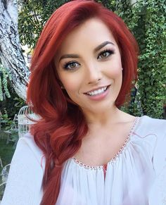 """Beauty is in the eye of the beholder"". Aesthetic design is a experience. Beautiful Red Hair, Beautiful Women, I Love Redheads, Red Hair Woman, Long Red Hair, Wedding Guest Hairstyles, Long Hair Video, Gorgeous Redhead, Redhead Girl"